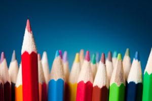 Conheça os tipos de lápis de cor e como escolher as melhores opções